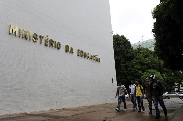 Ministérios da Educação e da Justiça assinam acordo para investigar 'indícios de corrupção' no MEC