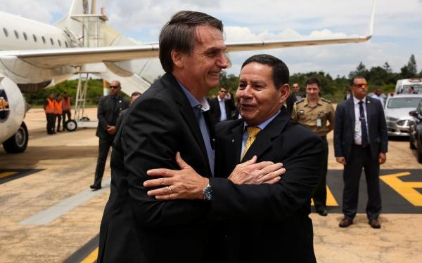 Bolsonaro vai ao Palácio do Planalto pela 1ª vez após nova cirurgia