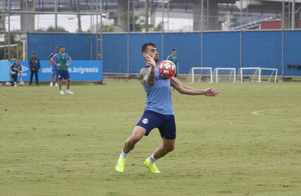 Vizeu valoriza concorrência com Tardelli e despista sobre chance como titular do Grêmio