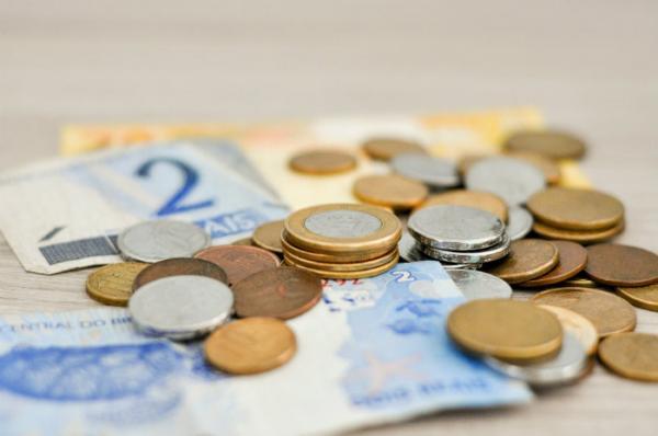 Governo diz que limitará gastos até decidir se corta orçamento para cumprir meta fiscal
