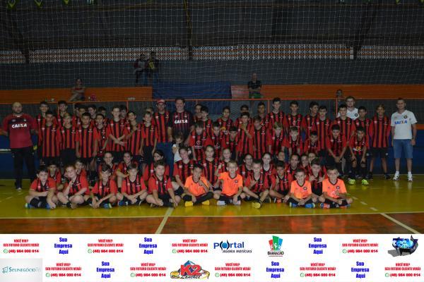 Barracão - Escola Furacão retoma atividades com torneio interno de futsal