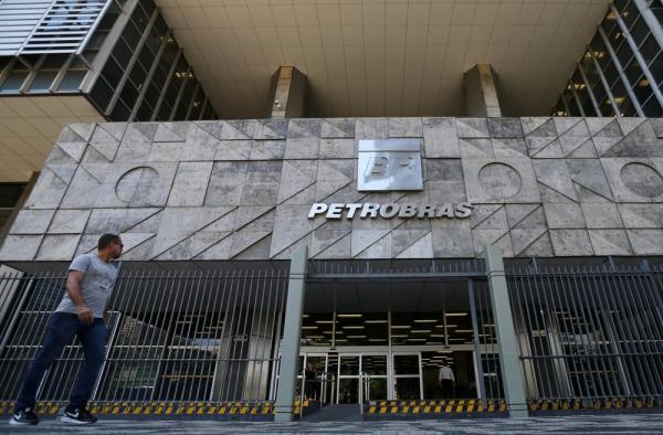 Petrobras eleva preço da gasolina nas refinarias ao maior nível em quase 2 meses