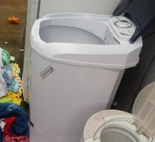 Criança é achada morta de cabeça para baixo dentro de máquina de lavar roupas