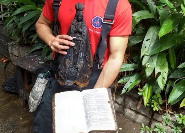 Imagem de Nossa Senhora e Bíblia ficam intactas em incêndio que destruiu apartamento