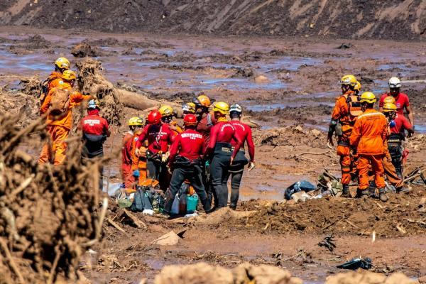 Buscas em Brumadinho chegam a um mês com foco em escavações