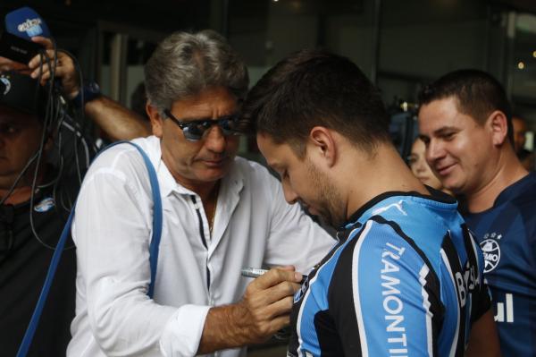 Com mistério sobre substituto de Michel, Grêmio chega a Rosário para estreia na Libertadores