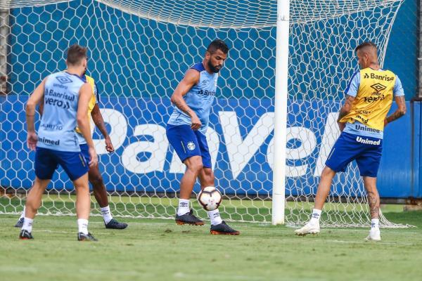 Sem vitórias na Libertadores, torcida pede trocas, mas Grêmio deve manter time no Gre-Nal