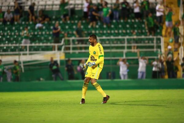Chapecoense rescinde o contrato do goleiro Ivan