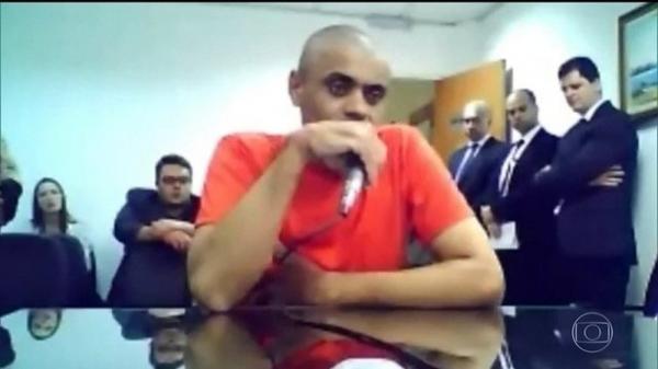 O agressor de Bolsonaro, Adélio Bispo, durante depoimento à Justiça — Foto: Reprodução/JN