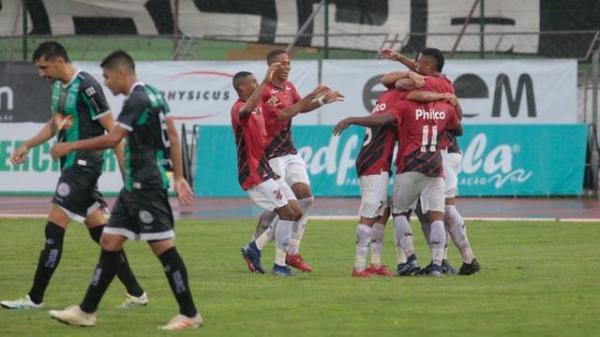 Comandado por Bergson, Athletico goleia o Maringá e segue na liderança do estadual