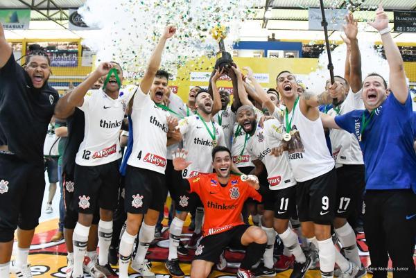 Corinthians vence a Supercopa e garante vaga na Libertadores