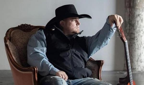 Justin Carter morreu após atirar acidentalmente em si no Texas — Foto: Reprodução/Facebook/JustinCarter