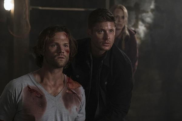 Jared Padalecki, Jensen Ackles e Samantha Smith na 12ª temporada de 'Supernatural' — Foto: Divulgação