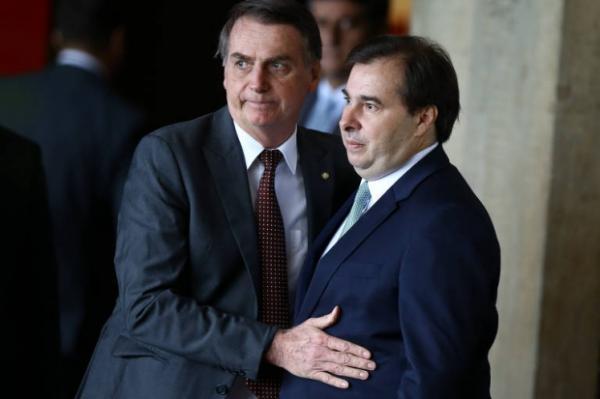 Bolsonaro ''precisa ter mais tempo para cuidar da Previdência'' e menos para rede social, diz Maia