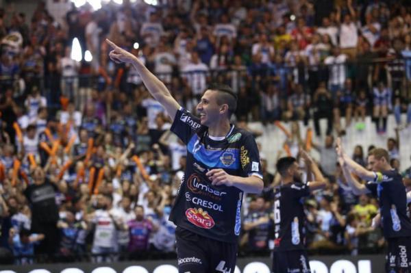 Pato: O atual campeão da LNF busca novos títulos
