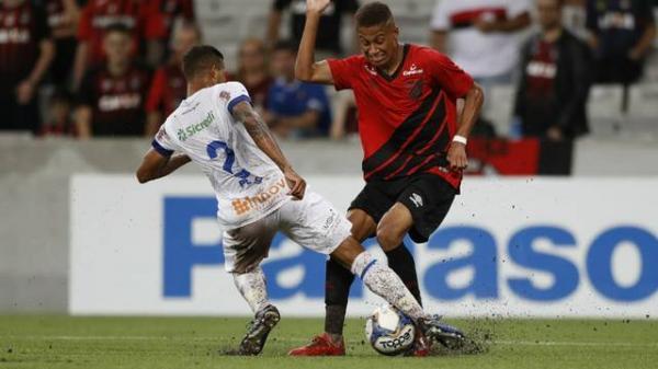 Athletico mantém 100% no returno, garante a vaga na semifinal e afunda o Foz