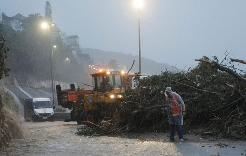 Chuva no Rio — Foto: Sergio Moraes/Reuters