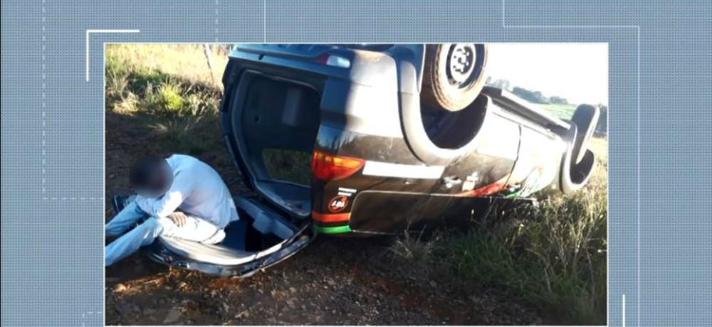 Suspeitos usaram carro da Polícia Civil em ameaça à família de ex-companheira de um deles — Foto: Reprodução/NSC TV