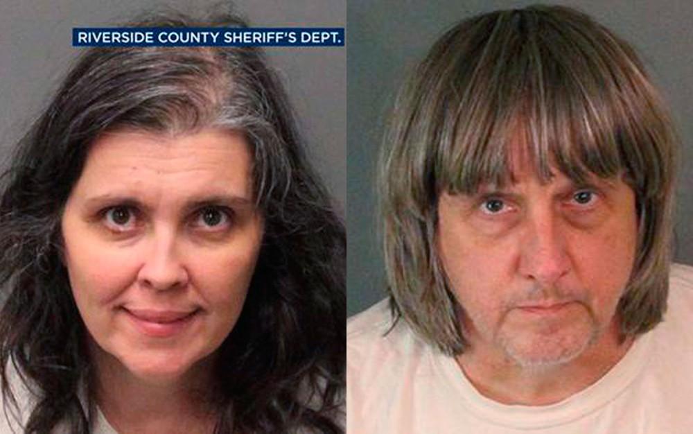 Louise Anna Turpin e David Allen Turpin, presos pela polícia e acusados de acorrentar e privar de comida seus 13 filhos, na Califórnia — Foto: Riverside County Sheriff's Department via AP
