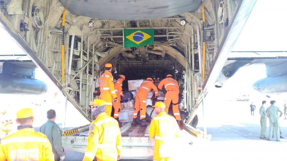 Bombeiros de Minas Gerais desembarcam em Moçambique para auxiliar na ajuda humanitária às vítimas do ciclone Idai — Foto: Corpo de Bombeiros/Divulgação