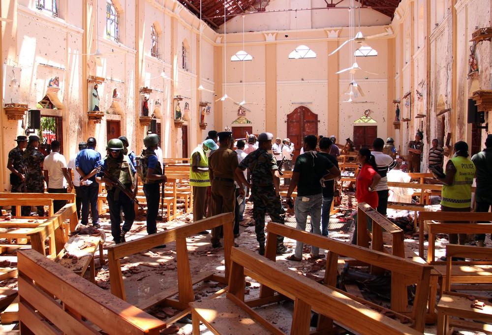 Destruição na igreja de São Sebastião em Katana após atentado no Sri Lanka, neste domingo (21). — Foto: AFP