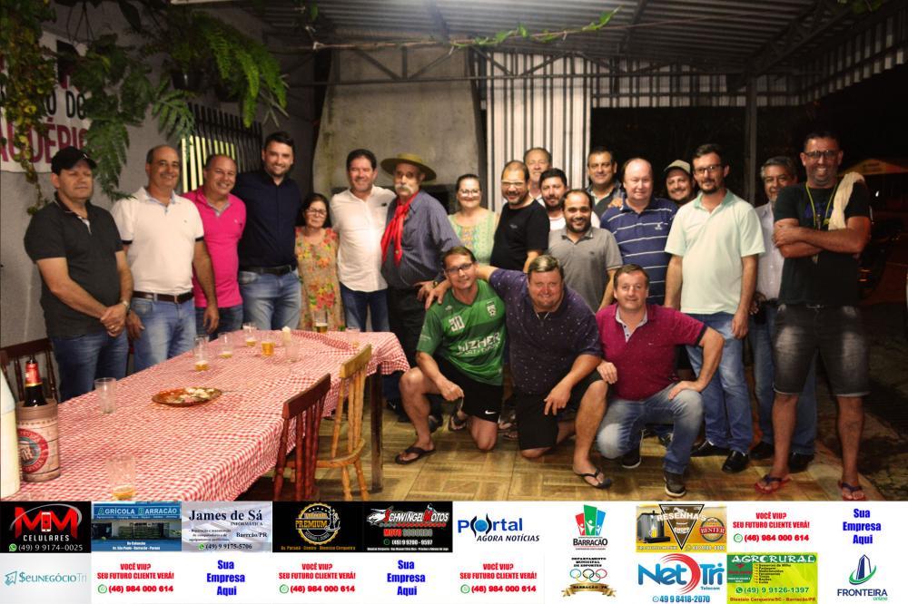 Elias Pena, amigos e familiares em confraternização/Foto:Marcos Prudente