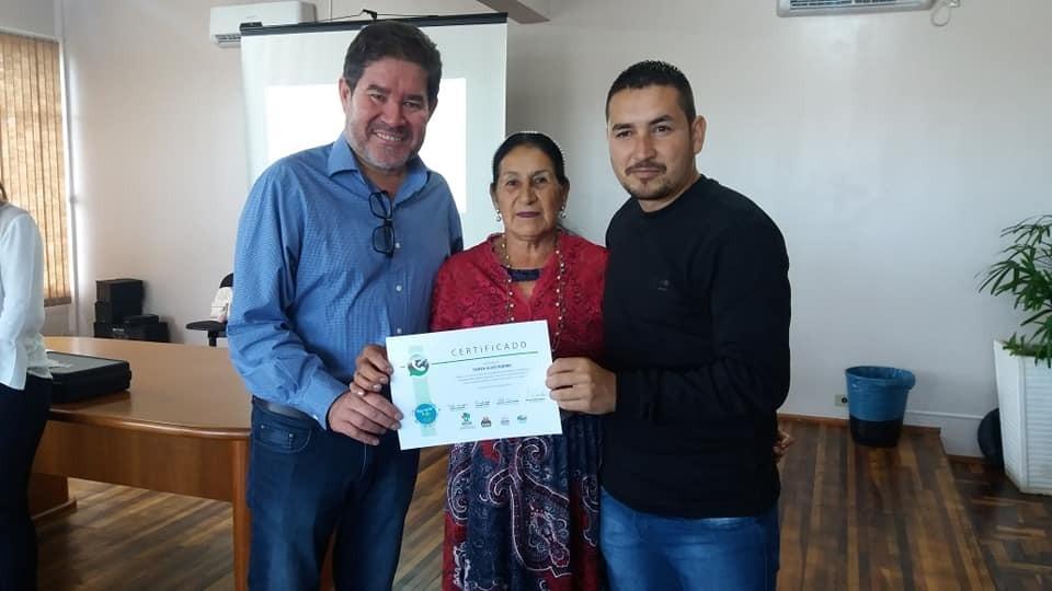 Barracão- Alunos do Curso de WhatsApp para a Melhor Idade recebem certificado
