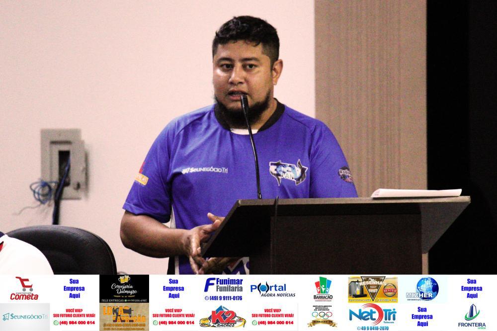 Marcos Prudente apresentando o requerimento na Câmara de Vereadores/Foto:Marco Engel