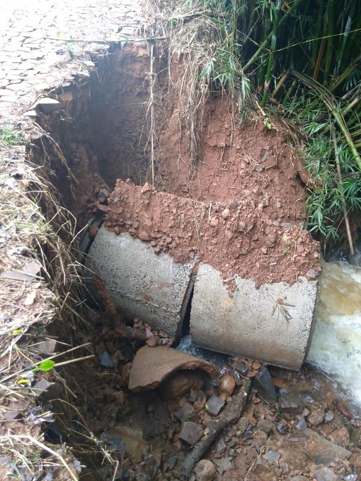Chuva causa estragos no interior de Barracão; Veja fotos