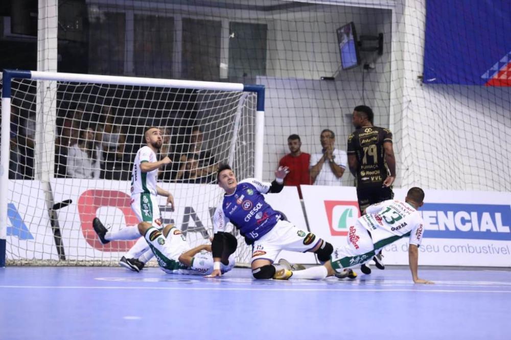 Quinzinho, goleiro do Marreco, fez grande partida contra o Pato/Foto:Mauricio Moreira