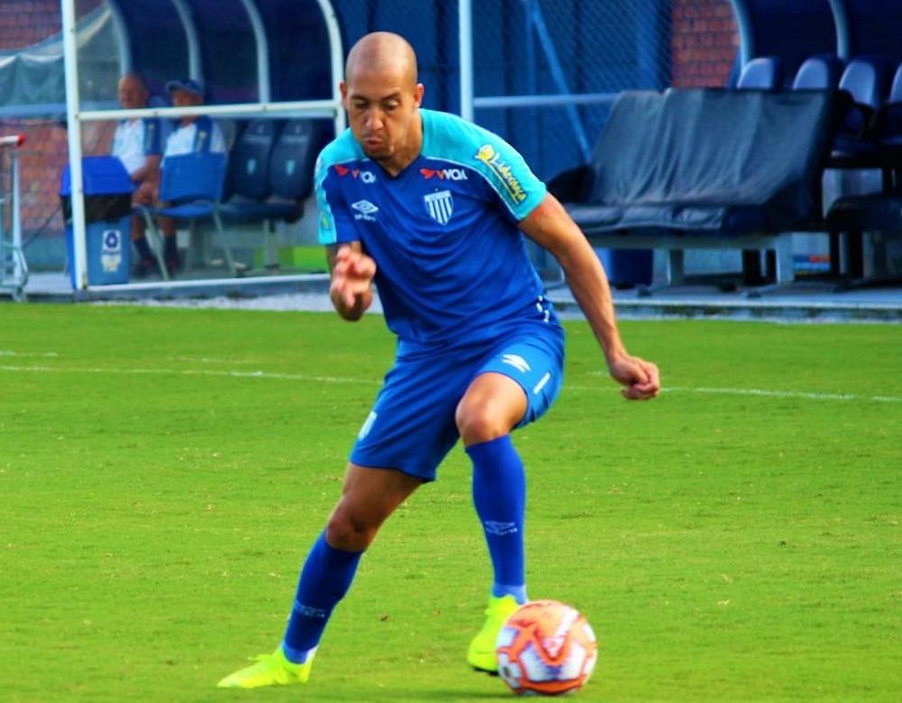 Julinho pode ganhar uma vaga no time titular — Foto: André Palma Ribeiro/Avaí FC