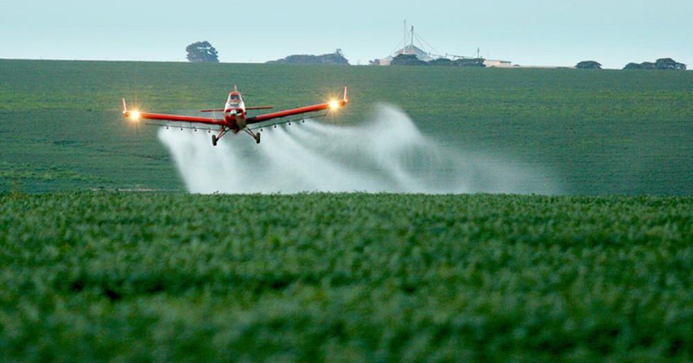 No ano passado, foram registrados 450 agrotóxicos — Foto: Agência Brasil