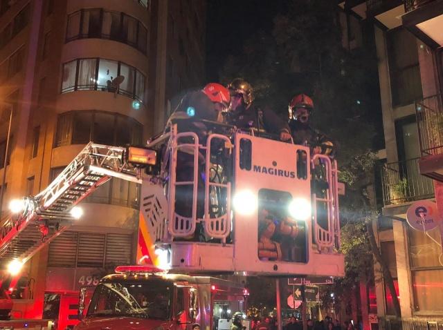 Bombeiros atendem a chamado por vazamento de gás em Santiago, capital do Chile — Foto: @cbsantiago/Reprodução/Twitter