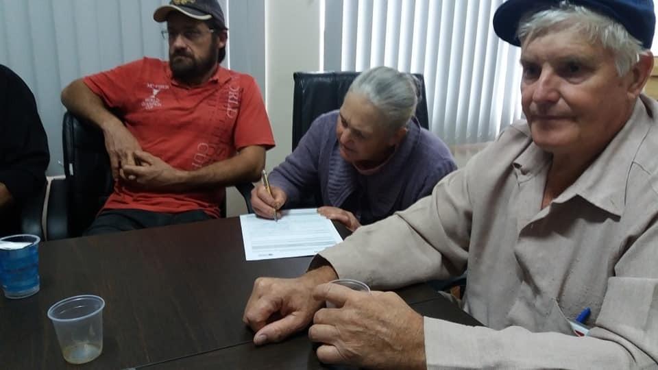Barracão-Agricultores assinam contrato do Programa Nacional de Alimentação Escolar