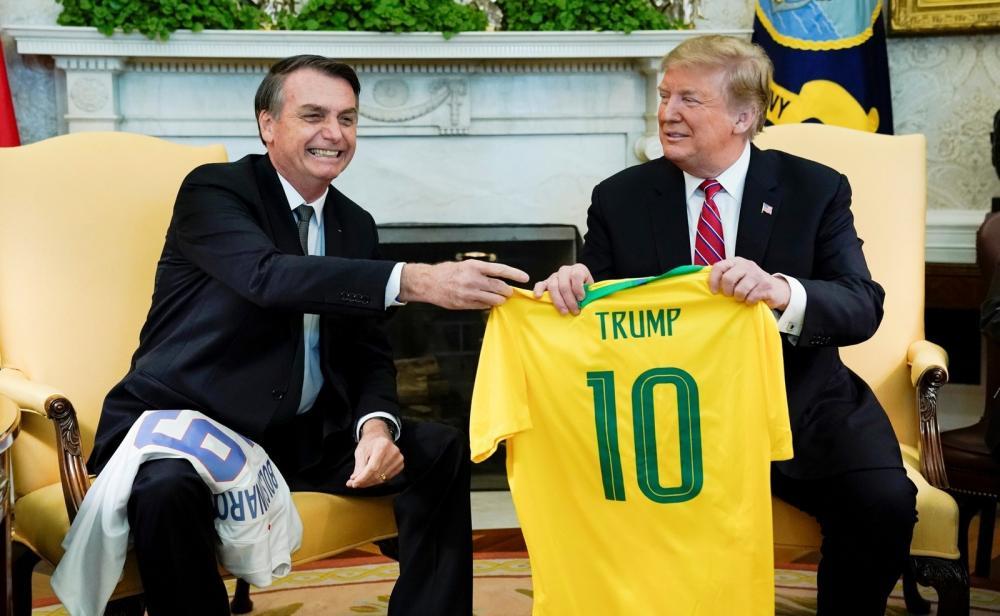 Bolsonaro é recebido por Trump na Casa Branca em março; na ocasião, EUA anunciaram que iriam apoiar entrada do Brasil na OCDE — Foto: Kevin Lamarque/Reuters