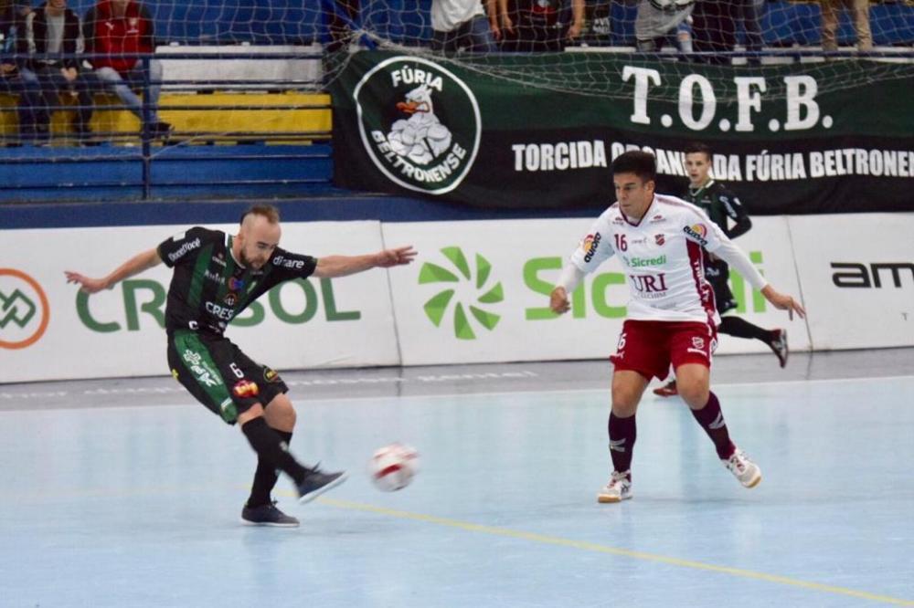 Alexandre Pintinho marcou o gol de empate no final do jogo/ Foto: Adolfo Pegoraro