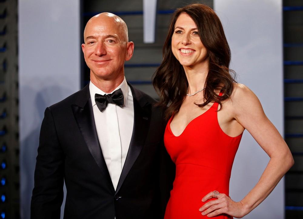 MacKenzie Bezos ao lado do ex-marido, Jeff Bezos, em imagem de arquivo. — Foto: Danny Moloshok/Foto de arquivo/Reuters