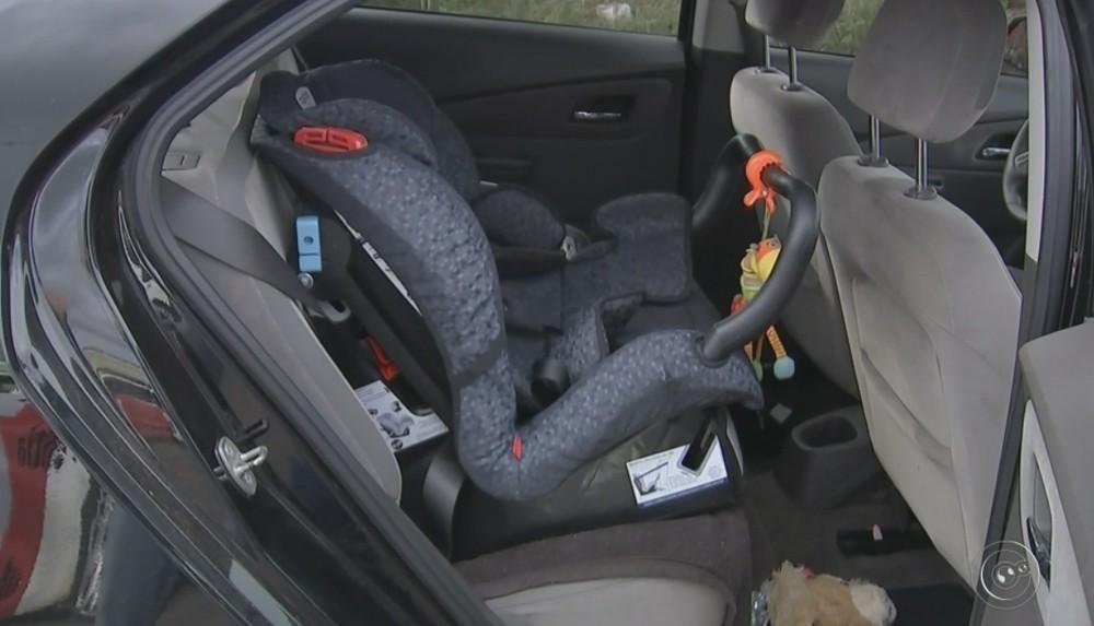 Cadeirinha para uso em veículos — Foto: Reprodução/TV TEM