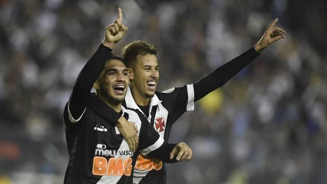 Andrey e Marcos Júnior comemorando gol do Vasco contra o Internacional (Foto: André Durão)