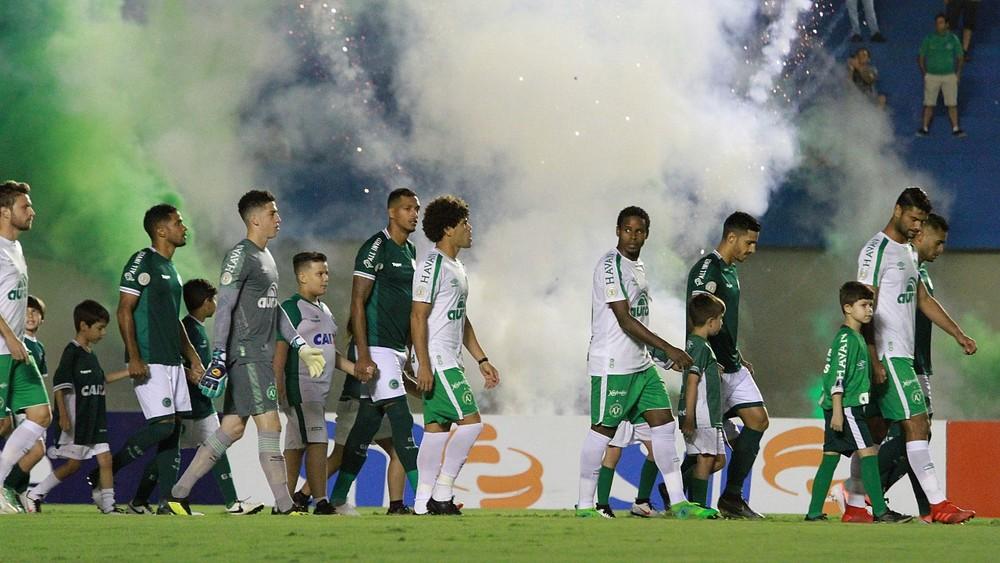 Chapecoense foi derrotada por 3 a 1 — Foto: Rosiron Rodrigues / Goiás E.C.