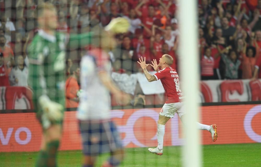 D'Alessandro marcou golaço para garantir vitória sobre o Bahia em seu jogo 450 pelo clube — Foto: Ricardo Duarte / Internacional
