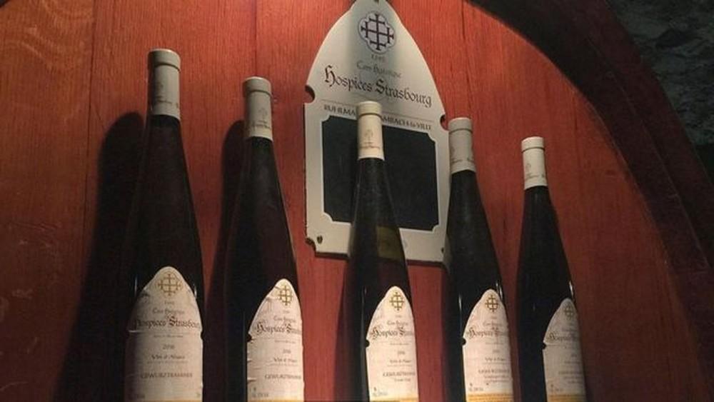 Pacientes do hospital recebiam taças de vinho como tratamento para doenças até apenas algumas décadas atrás — Foto: Melissa Banigan/BBC