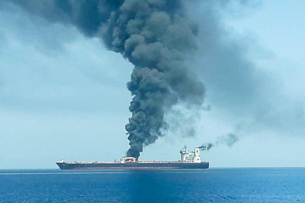 Navio petroleiro que supostamente foi atacado na quinta-feira (13), no golfo do Omã. — Foto: Isna/Handout via Reuters