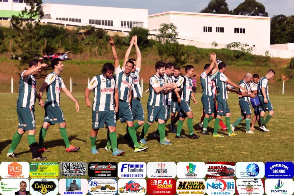 Equipe do Palmeiras cumprimentando a torcida após a classificação/Foto: Marcos Prudente