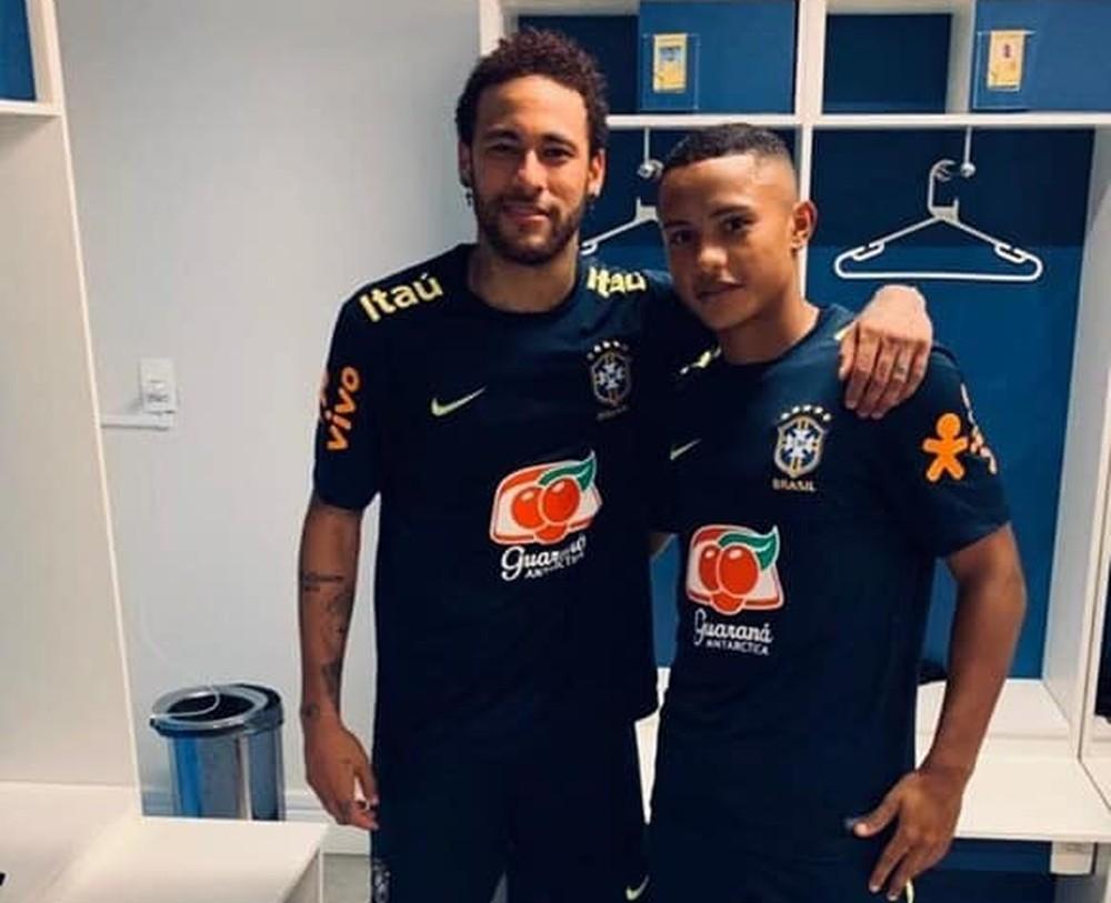Neymar e Guilherme Azevedo, do Grêmio, na seleção brasileira — Foto: Arquivo Pessoal