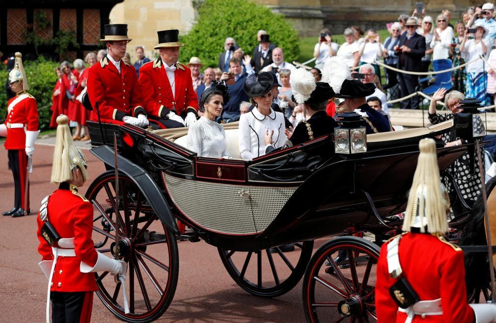 William e Kate participaram da cerimônia da Ordem da Jarreteira em Windsor na segunda-feira (17). — Foto: Peter Nicholls/Reuters