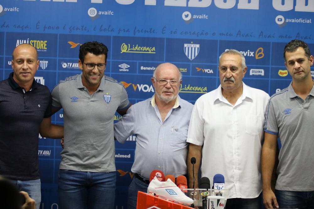Alberto Valentim foi apresentado nesta quarta-feira — Foto: Frederico Tadeu / AVAÍ F.C.