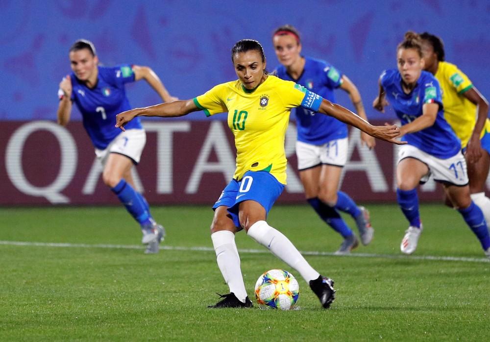 Marta em ação contra a Itália na Copa do Mundo — Foto: Reuters