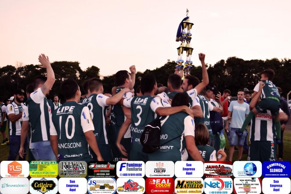 Equipe do Palmeiras comemorando o título/Foto:Marcos Prudente