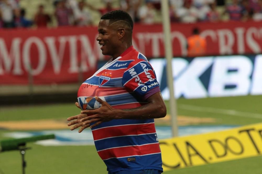 Marcinho é um dos destaques do time de Rogério Ceni — Foto: Kléber A. Gonçalves/Agência Diário